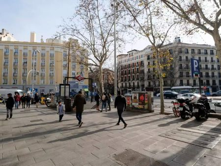 1-bedroom apartment in traditional building above Bilbao metro station
