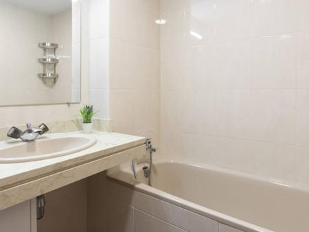 Stylish single bedroom close to Avenida de la Paz Metro