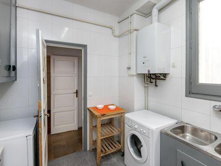 Quarto com várias camas, com varanda, em apartamento com 6 quartos