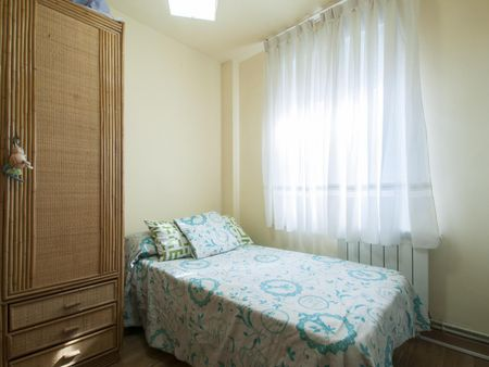 Cosy single bedroom in a 2-bedroom apartment in Móstoles
