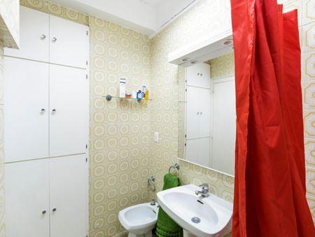 Snug double bedroom near Facultat de Dret