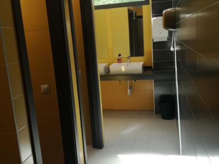 Cool single bedroom in an apartment in a nice residence near Vicente Aleixandre metro stop