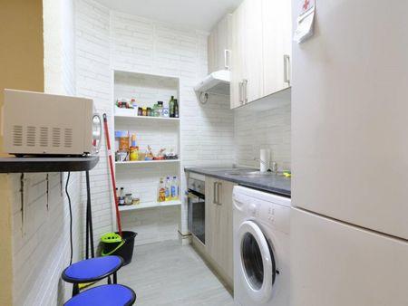 Double bedroom in a 4-bedroom flat, in Getafe