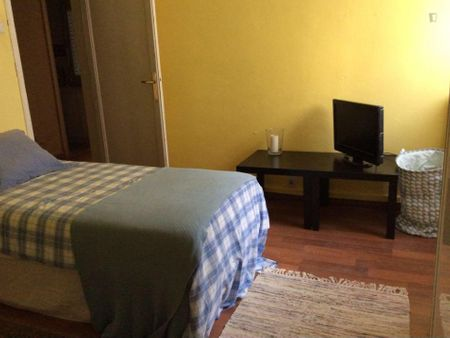 Very comfy twin bedroom in the Les Tres Torres neighbourhood