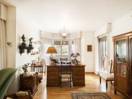 Světlý dvoulůžkový pokoj v bytě 5 + kk v Atalaya