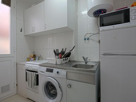 Single bedroom in nice 4-bedroom apartment in awesome Salamanca