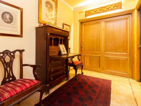 Neat single ensuite bedroom in Castellana