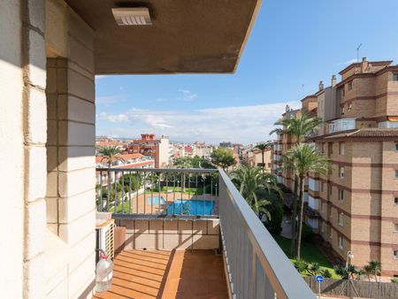 Relax and comfort in 3-bedroom beachfront apartment - 25 mins from BCN center