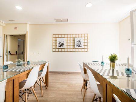 Single ensuite bedroom in a 15-bedroom student flat, in Palos de la Frontera
