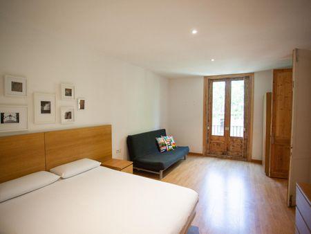 3-Bedroom apartment near Liceu metro station