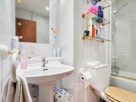 Homely single ensuite bedroom in Castilla