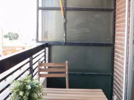 Appealing double bedroom in a 6-bedroom flat, in Alcalá de Henares
