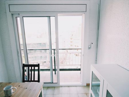Double bedroom in a 4-bedroom apartment near Badal metro station