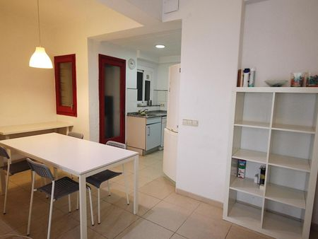 Double bedroom in a 3-bedroom apartment near Jardins de Can Mantega
