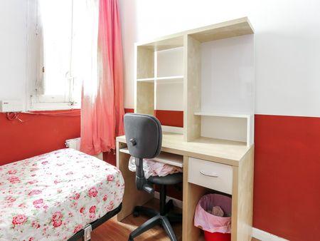 Snug single bedroom in student-popular Arguelles neighbourhood