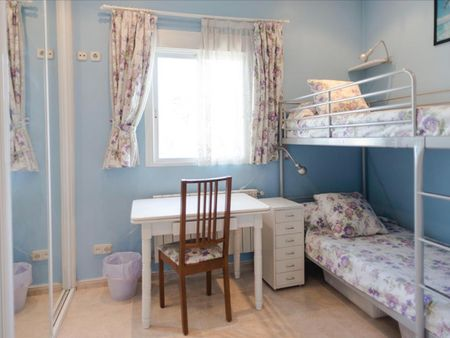 Multiple beds bedroom, with balcony, in 2-bedroom apartment