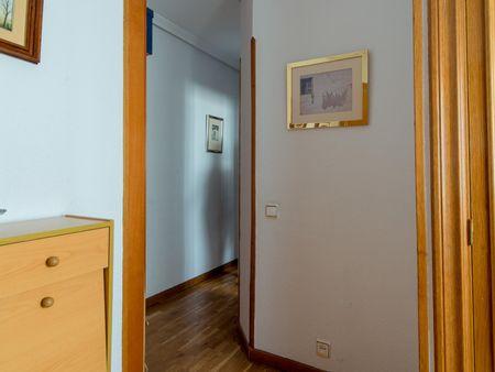 Bright single bedroom in Chamartín