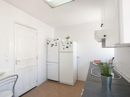 Single bedroom in a 6-bedroom residence near the Principe de Vergara metro