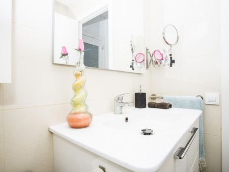Alluring single bedroom close to Rocafort metro station