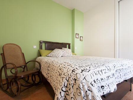 Noble 2-bedroom flat next to Sevilla metro station