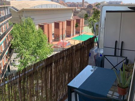 Homely single bedroom in Les Corts