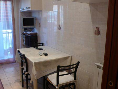 Single bedroom in 3-bedroom apartment