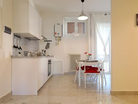Charming double bedroom in a 5-bedroom apartment near Jonio metro station