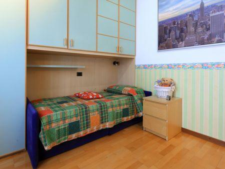 Suitable single bedroom in a 3-bedroom flat, near Creative Academy
