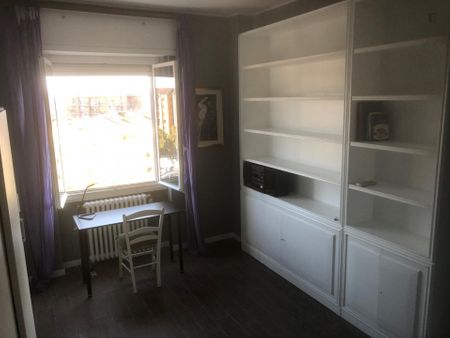 Single bedroom in a 2-bedroom apartment near Lodi Tibb metro station