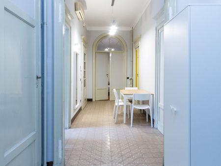 Single Bed in huge twin room by Porta Venezia