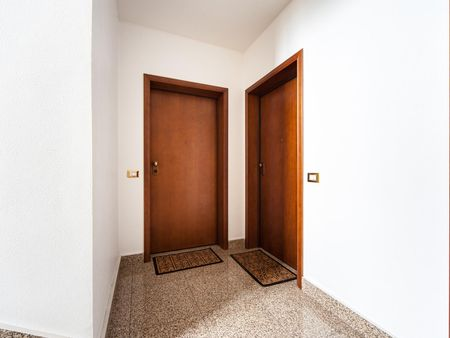 Bright twin bedroom next to Universita' Degli Studi Di Roma Tor Vergata