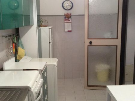 Double bedroom, with private bathroom, in 3-bedroom apartment