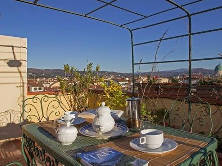 Spacious 3-bedroom apartment around Cathedral of Santa Maria del Fiore