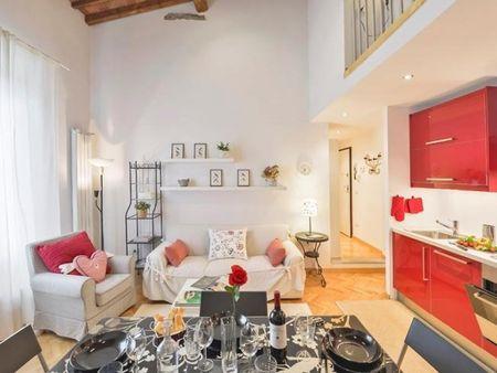 Spacious 1-bedroom apartment in front of Torrigiani garden
