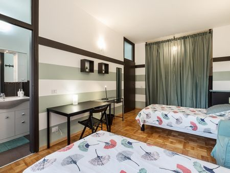 Bed in spacious double ensuite bedroom close to Missori metro station