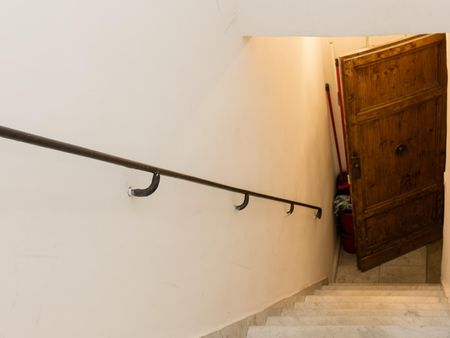 Lovey 2-bedroom apartment near Fontana di Trevi