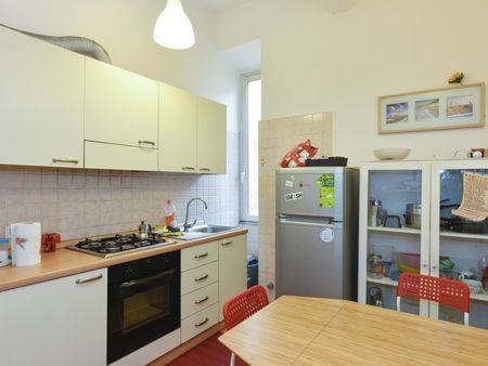Cool double bedroom in a 3-bedroom flat, in San Lorenzo neighbourhood