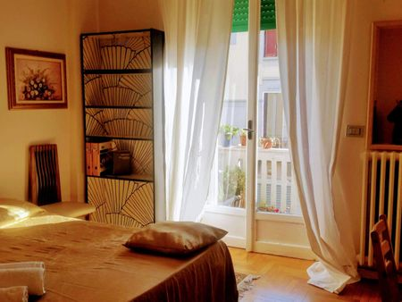 Big double bedroom in a 3-bedroom apartment close to Bocconi University