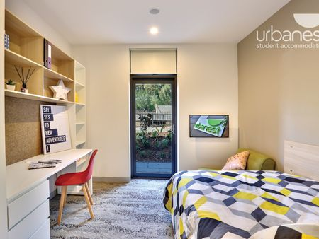 urbanest Glebe Studio with double bed and courtyard