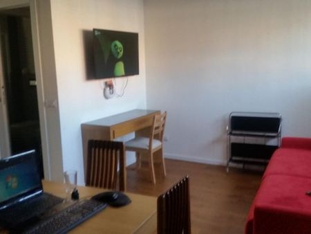 Double ensuite bedroom in a beautiful 2-bedroom apartment not far from Bocconi University
