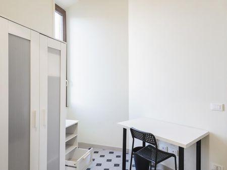 Snug single bedroom in central Rome