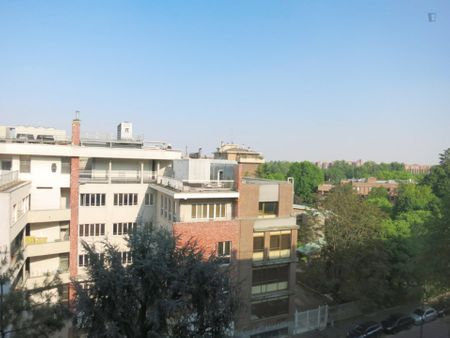 Renovated extremely bright 45 m / 590 ft flat