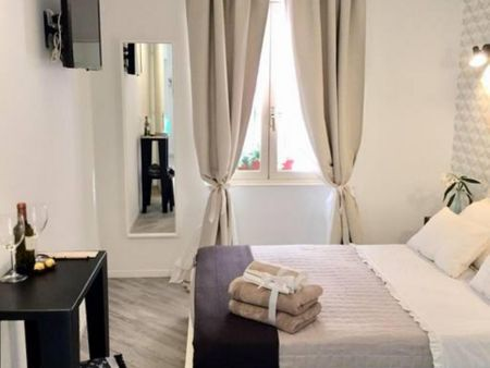 Elegant double ensuite bedroom close to Piazza di Spagna