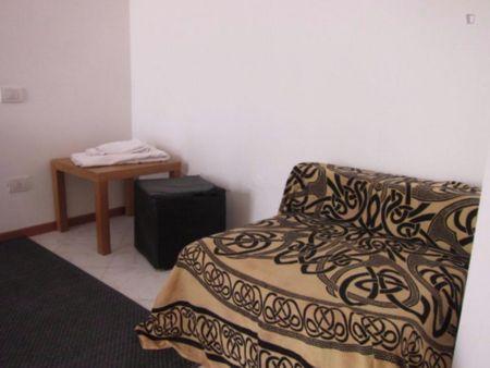 Cosy and bright single bedroom near Università di Comunicazione e Lingue