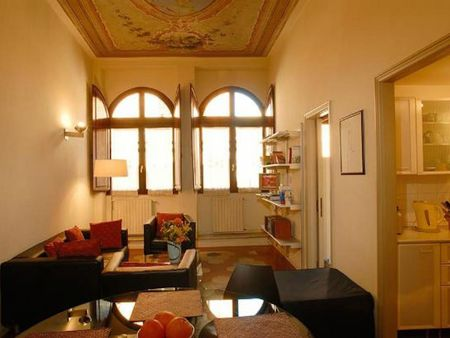 Welcoming 2-bedroom apartment in vibrant Rione I Monti