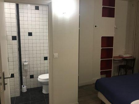 Double bedroom in 26-bedroom apartment