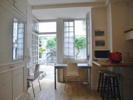 Delightful studio apartment near Vaneau metro station