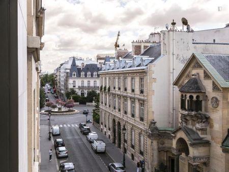 Posh studio near the famous Jardins des Champs-Élysées