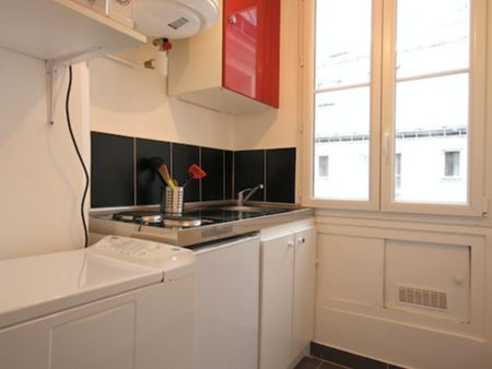 Bright & modern studio apartment in Paris, near Ménilmontant metro station