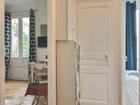 Sunny 1-bedroom apartment in Paris, near Ganneron bus stop